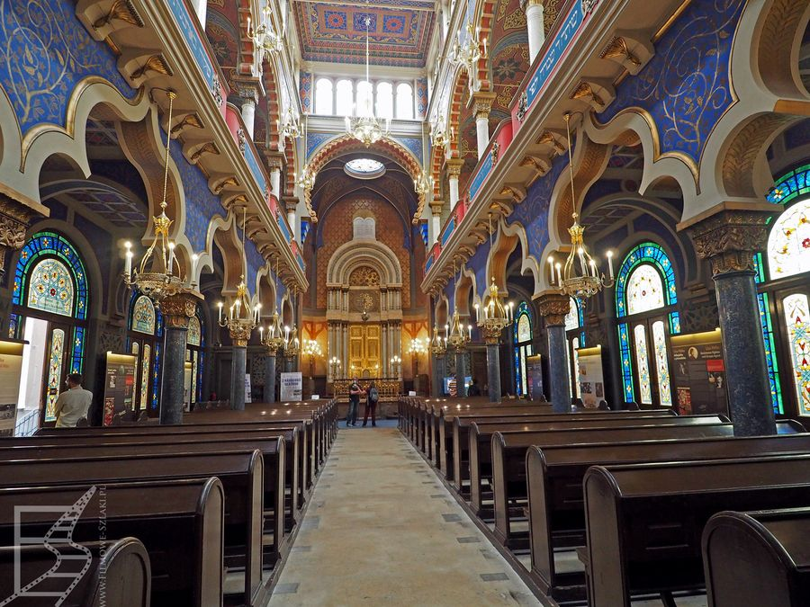 Wnętrze synagogi